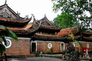Temple at Duong Lam village