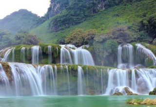 Ban-Gioc-waterfall-Cao-Bang-Vietnam-320x220